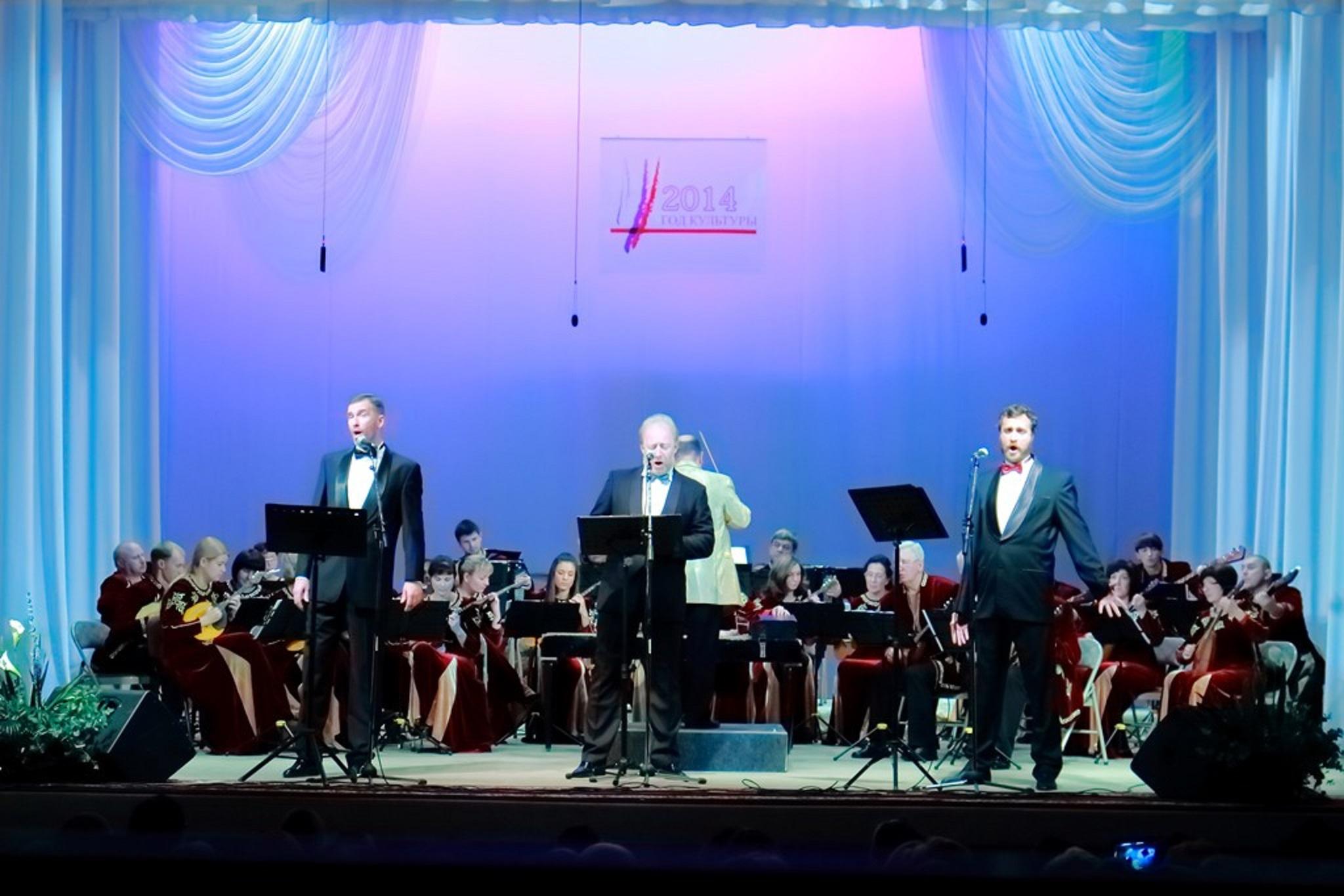 Три баса-профундо в сопровождении оркестра русских народных инструментов